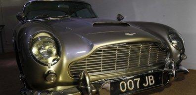 La Aston Martin DB5 du film Goldfinger tourné...