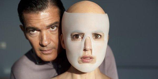 Thriller réalisé par Pedro Almodovar. Avec Antonio Banderas, Elena Anaya,...