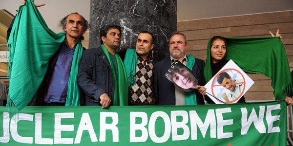 Mohammad Rasoulof -deuxième en partant de la gauche... (Rafa Rivas, Archives AFP)