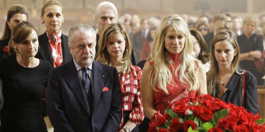 Martha De Laurentiis (2e à droite), veuve du... (Reuters)