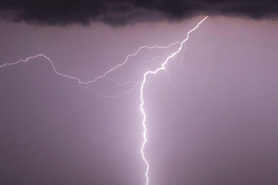 Les orages ont fait un mort hier à... (Photo Associated Press)