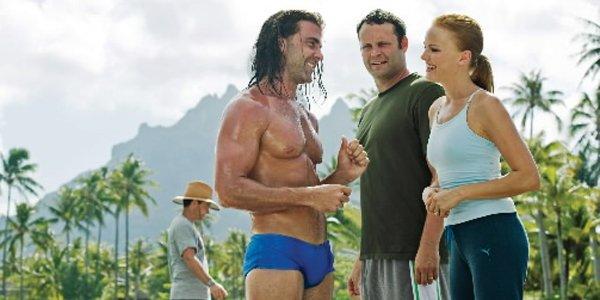 Carlos Ponce, Vince Vaughn et Malin Akerman dans... (Universal Studios)