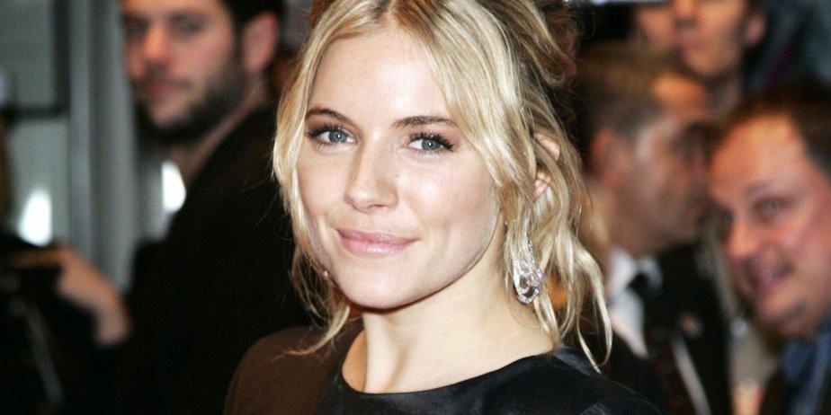Sienna Miller va se marier, ce qui en soi n'est pas un potin très... (AP)
