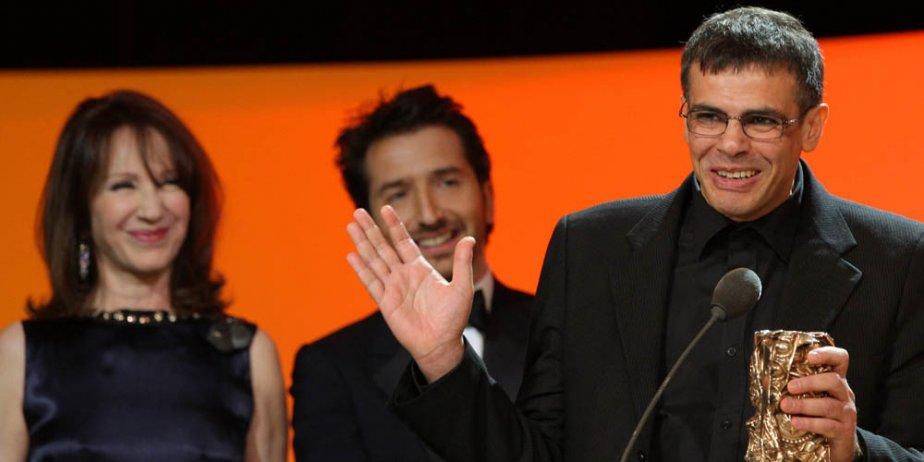 Abdellatif Kechiche accepte le César du meilleur film....