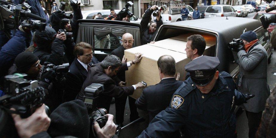 Le corbillard transportant le cercueil de Heath Ledger...