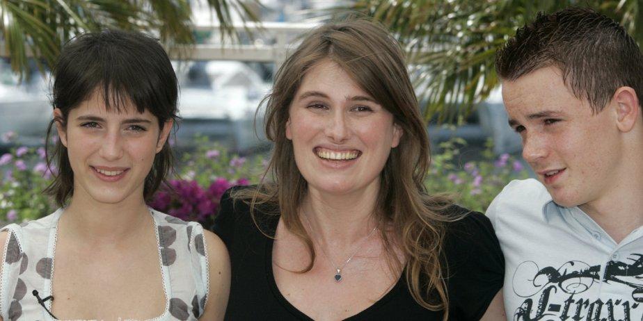 De gauche à droite, l'actrice Lucie Desclozeaux, la... (AP)