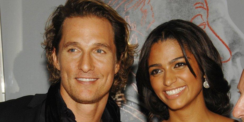Matthew McConaughey et sa compagne Camila Alves.... (AP)