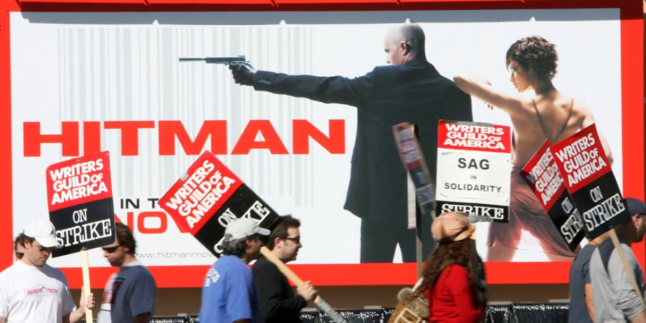 Les scénaristes de Hollywood en grève et les producteurs ont décidé de... (AFP)