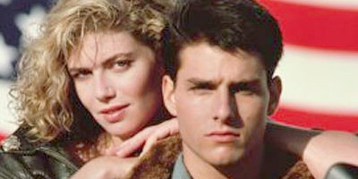 Kelly McGillis et Tom Cruise dans Top Gun....