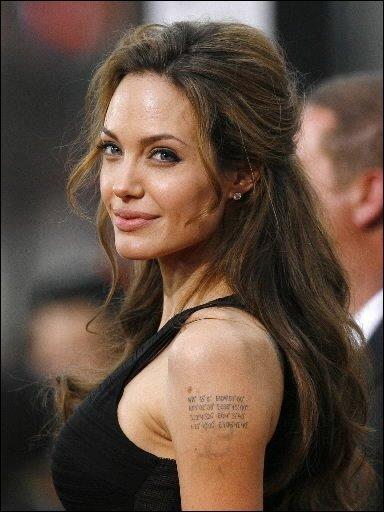 Ça ne s'arrange pas: Angelina Jolie en arrache ces temps-ci, au grand désespoir...