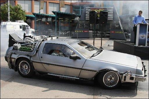 Une voiture DeLorean, du même type que celle utilisée par Michael J. Fox dans...