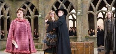De livre en livre, J.K. Rowling multiplie les intrigues... et les personnages.