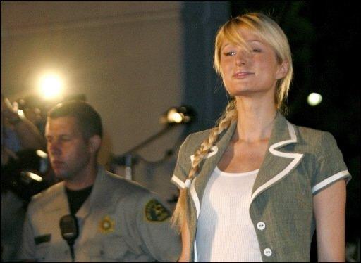 Paris Hilton a été accueillie par une mêlée...
