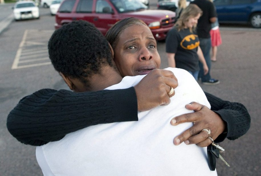 Des témoins ont été questionnés à la Gateway High School. | 20 juillet 2012