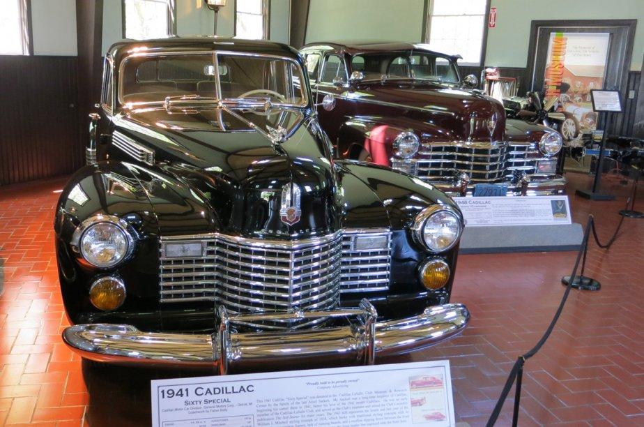 En attendant leur propre pavillon, les Cadillac sont exposées dans une grange un peu serrée. (Photo Éric Descarries, collaboration spéciale)