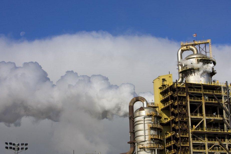 Usine pétrochimique en Alberta.... (PHOTO ALAIN ROBERGE, ARCHIVES LA PRESSE)