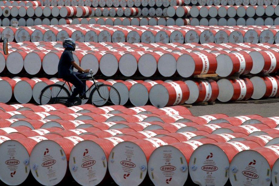 Les prix du pétrole creusaient leurs pertes mardi en... (PHOTO ARCHIVES AFP)