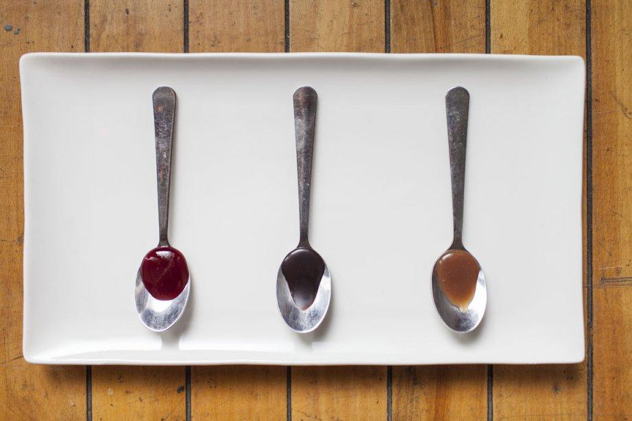 La sauce au caramel des coupes glacées, c'est eux qui la font avec du sucre et de la crème. Idem pour celle au chocolat, ou encore la pâte de pistache, qu'ils prennent le temps de préparer à l'ancienne en faisant d'abord griller au four les pistaches avant de les réduire en purée avec du sucre. (Photo Édouard Plante-Fréchette, La Presse)