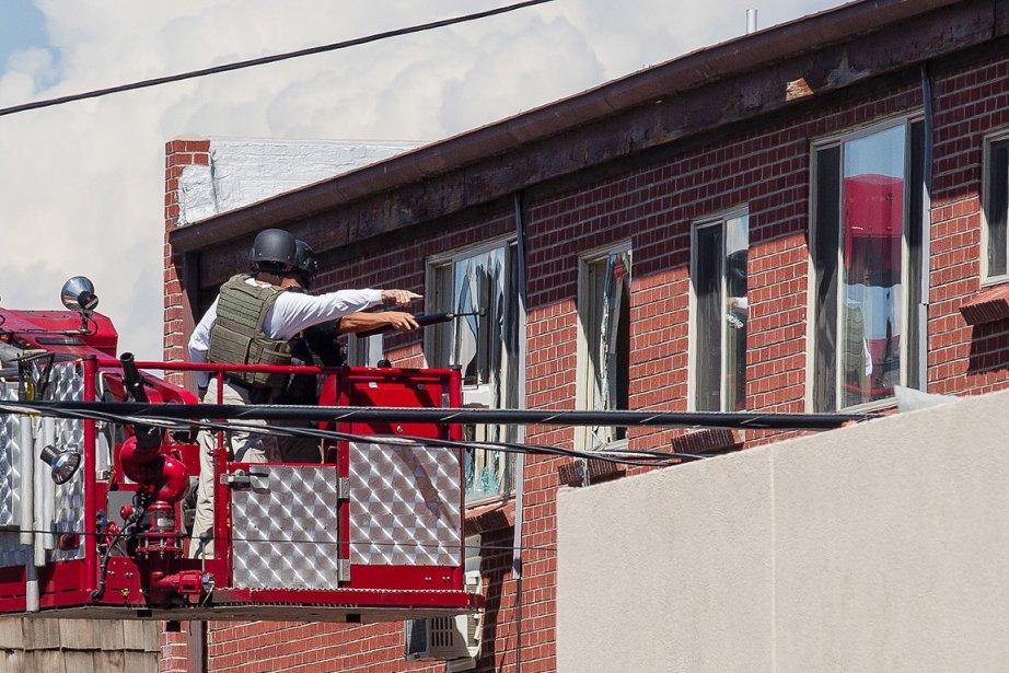 Au troisième étage, des fenêtres ont été fracassées... (Photo: Édouard Plante-Fréchette, La Presse)