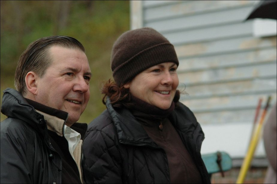 Rémy Girard et Mary Walsh dans Young Triffie....