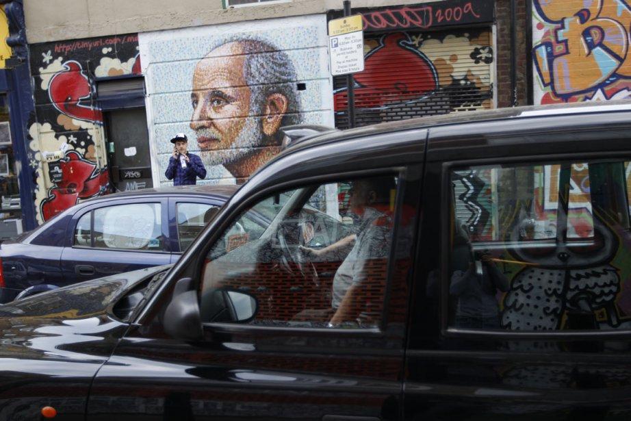 Art urbain: L?est de Londres est une galerie à ciel ouvert. Remarquez, en sortant du Vintage Emporium, le cochon de l?artiste ROA (on est dans Bacon Street?). Et, en revenant vers Brick Lane, ce superbe «?street man?» de James Cochrane (alias Jimmy C), qui fait partie d?une série de portraits de sans-abri. | 27 juillet 2012