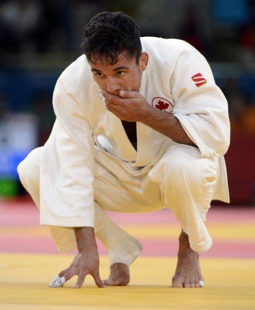 Sergio Pessoa du Canada a perdu son combat face à Yerkebulan Kossayev du Kazasthan dans la catégorie 60kg hommes. Il est accompagné par son Sergio qui est son entraineur. | 28 juillet 2012