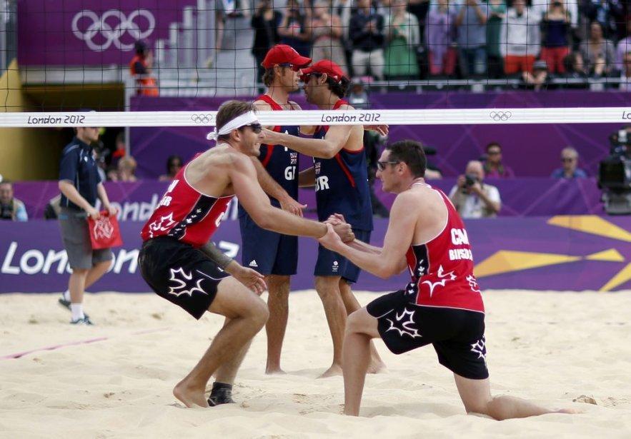 Les Canadiens ont remporté leur match en volleyball de plage. | 28 juillet 2012