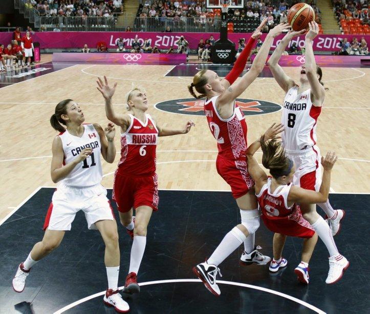 Les Canadiennes se sont inclinés à leur premier match de basketball contre la Russie. | 28 juillet 2012