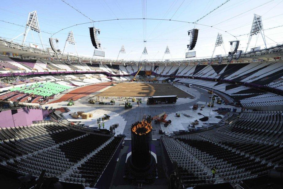 La vasque contenant la flamme olympique a été déplacée du centre du stade olympique vers les gradins dans la nuit de dimanche à lundi. | 30 juillet 2012