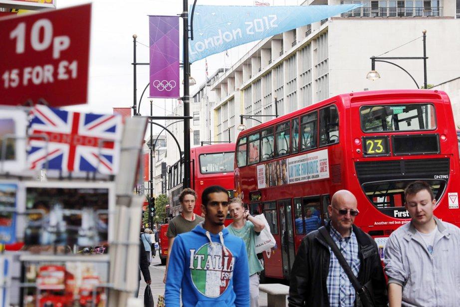 Les marchands de Londres constatent avec stupéfaction que... (PHOTO FABRIZIO BENSCH, REUTERS)