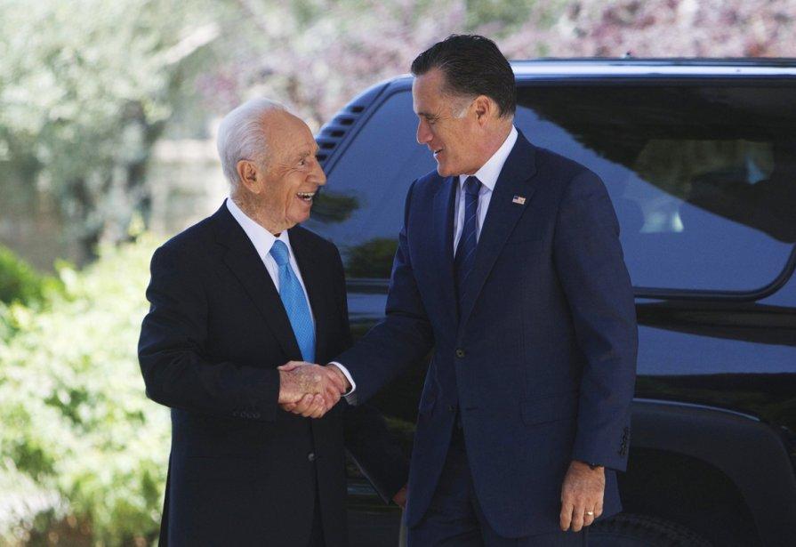 Mitt Romney en compagnie du président israélien Shimon Peres. | 30 juillet 2012