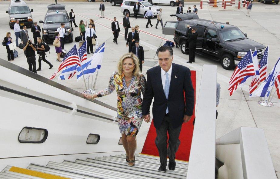 Ann et Mitt Romney quittent Tel-Aviv pour s'envoler vers la Pologne. | 30 juillet 2012