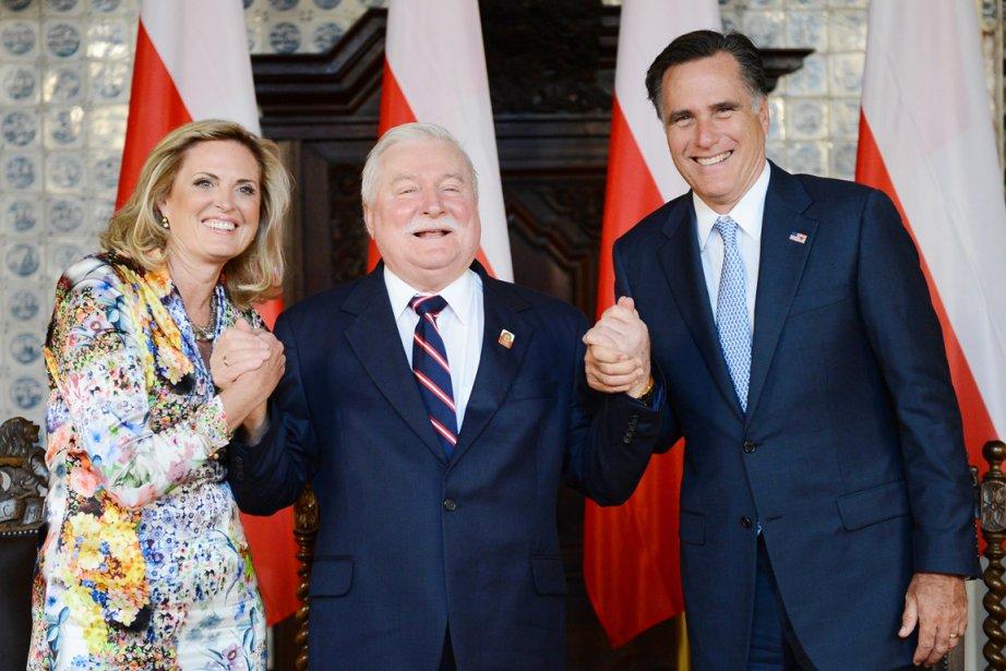 Lech Walesa, entouré d'Ann et Mitt Romney. | 30 juillet 2012