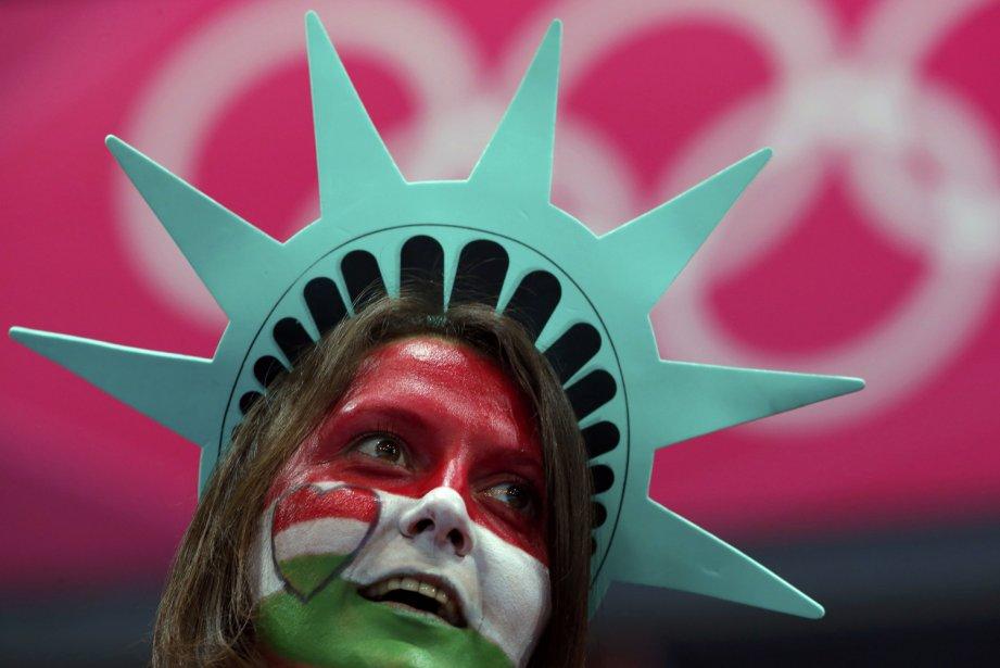 Cette partisane hongroise a montré ses couleurs lors du match de handball de son pays contre la Corée du Sud. | 31 juillet 2012