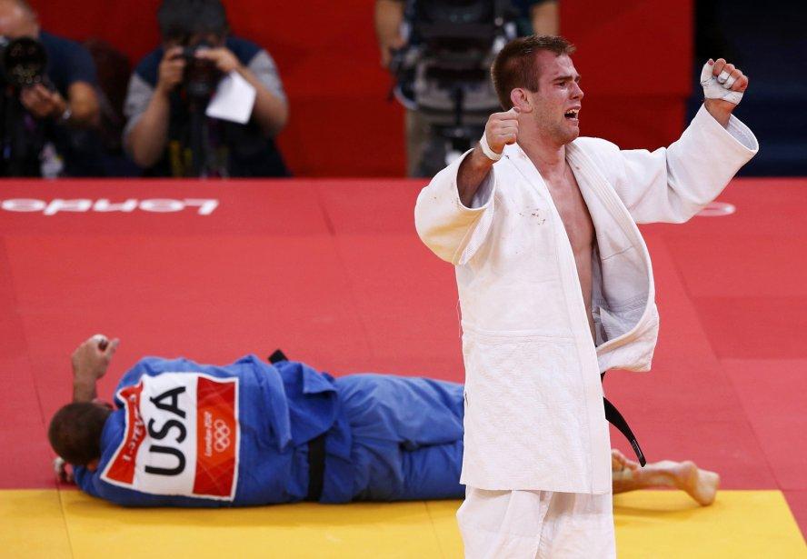 Le judoka Antoine Valois-Fortier a créé la surprise à Londres mardi, en remportant la médaille de bronze chez les moins de 81 kg en battant l'Américain Travis Stevens. | 31 juillet 2012