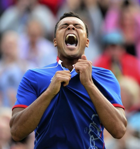 Le Français Jo-Wilfried Tsonga explose de joie après avoir vaincu le Canadien Milos Raonic au terme d'un match de près de quatre heures. | 31 juillet 2012