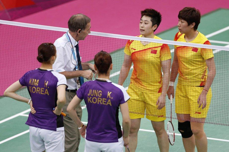 Les huit joueuses (quatre paires) accusées de «ne pas avoir fait tout leur possible pour gagner» des matches de poule, mardi soir lors du tournoi de badminton à Londres, ont été exclues des jeux Olympiques. Parmi les exclues figurent les Chinoises Yu Yang et Wang Xiaoli, championnes du monde 2011 et N.1 mondiales, qui se sont inclinées à la surprise générale 2 à 0 face aux Sud-Coréennes Jung Ky-ung et Kim Ha-na. | 1 août 2012