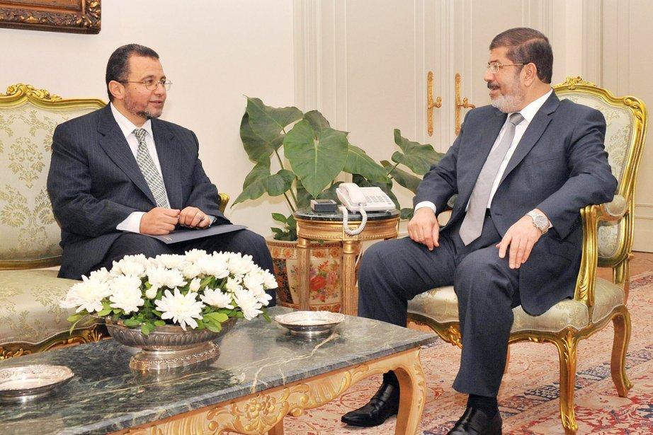 Le premier ministre égyptien désigné Hicham Qandil (à... (PHOTO AFP)