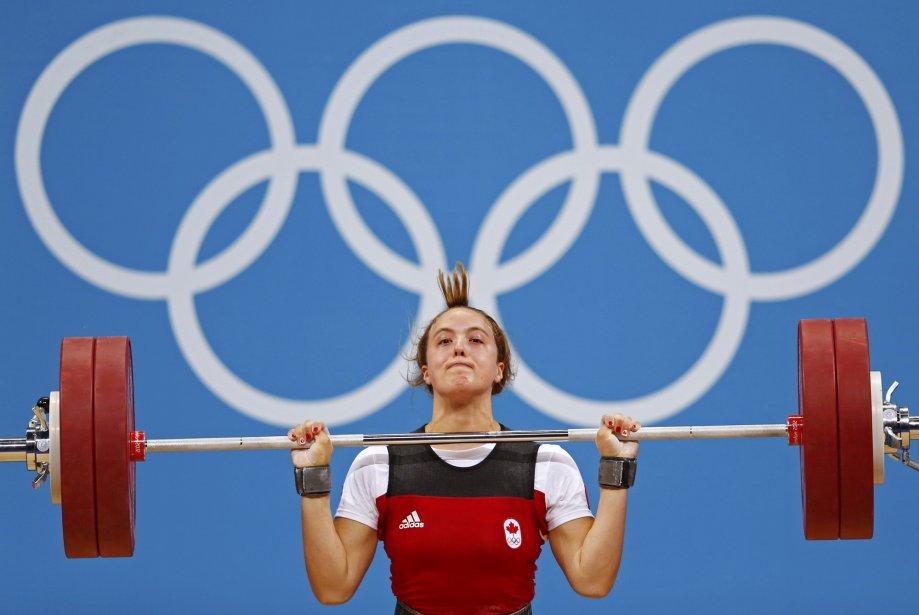 L'haltérophile québécoise Marie-Ève Beauchemin-Nadeau a soulevé 135 kg à l'épaulé-jeté chez les 69 kg. | 1 août 2012