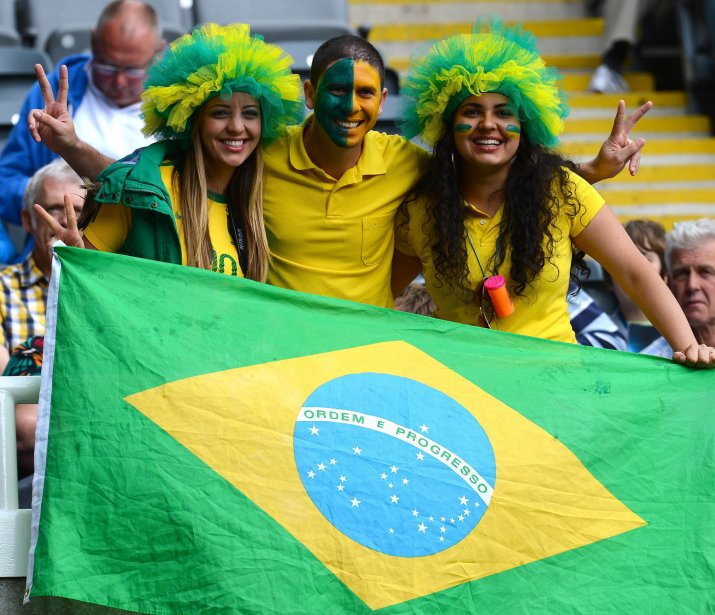 Des partisans brésiliens ont assisté à la victoire de 3-0 de leur équipe de soccer contre la Nouvelle-Zélande. | 1 août 2012