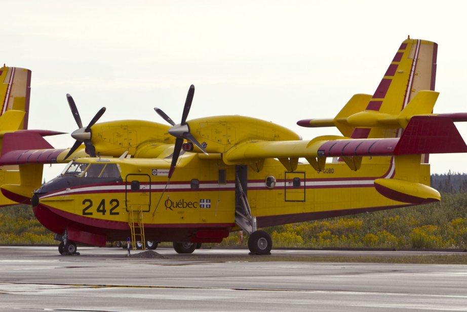 Des avions CL-415 de la SOPFEU sur le... (Photo PC)