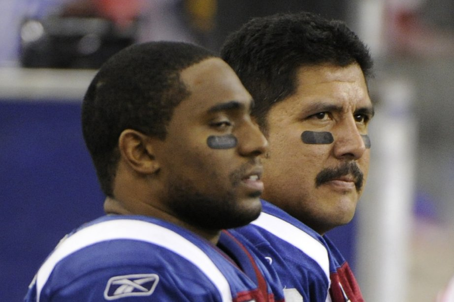 Brian Bratton et Anthony Calvillo se complétaient jusqu'à... (PHOTO BERNARD BRAULT, ARCHIVES LA PRESSE)