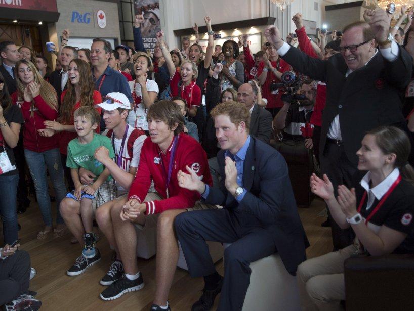 Le prince Harry a assisté à la course du huit de pointe féminin canadien qui a remporté la médaille d'argent à la Maison du Canada. | 2 août 2012