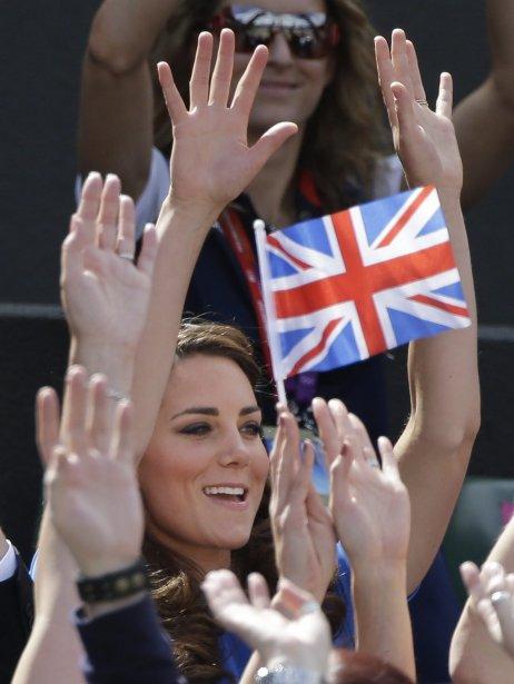 La duchesse de Cambridge, Catherine Middleton, a assisté au match de tennis entre le Britannique Andy Murray et l'Espagnol Nicolas Almagro. | 2 août 2012