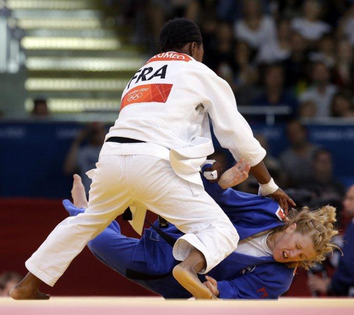 La Française Audrey Tcheumeo a battu la Canadienne Amy Cotton chez les 78 kg au judo. | 2 août 2012
