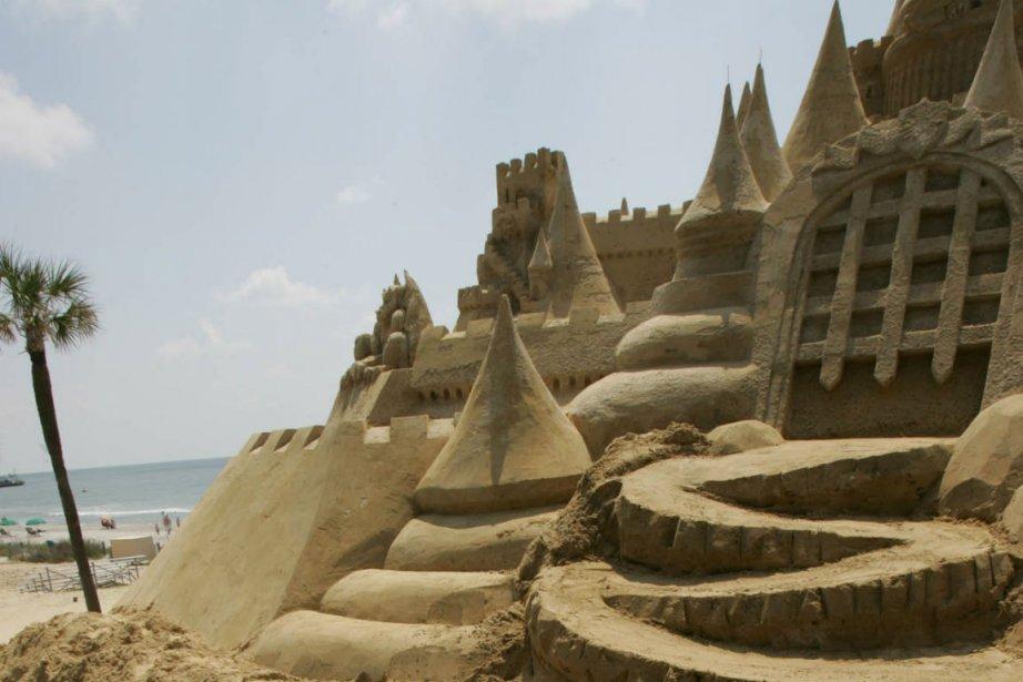 Des châteaux de sable à Myrtle Beach en... (Photo Randall Hill, AP)
