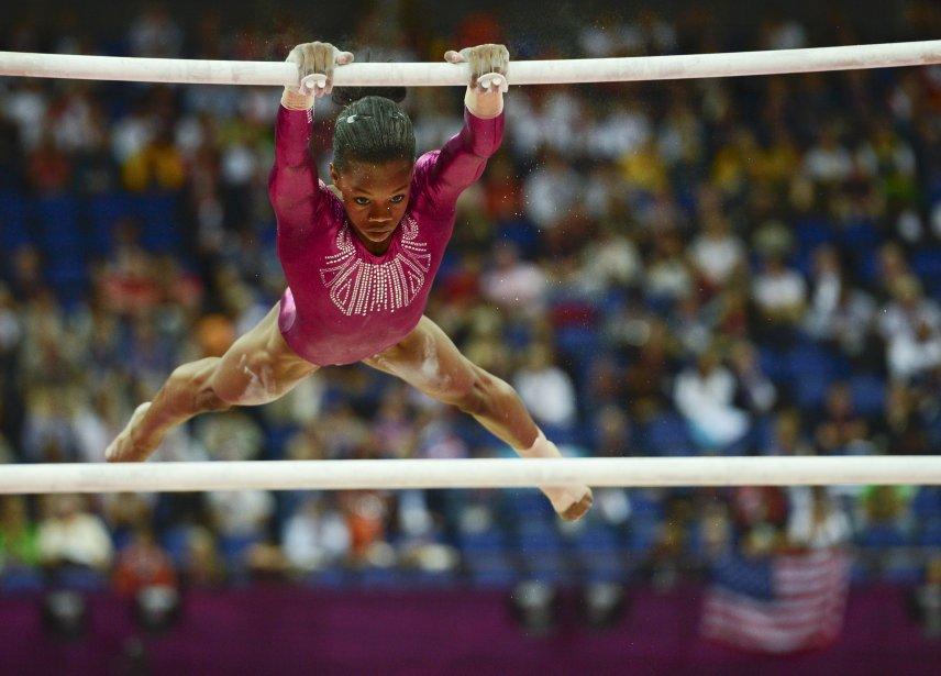 L'Américaine Gabrielle Douglas à l'épreuve des barres asymétriques. | 2 août 2012