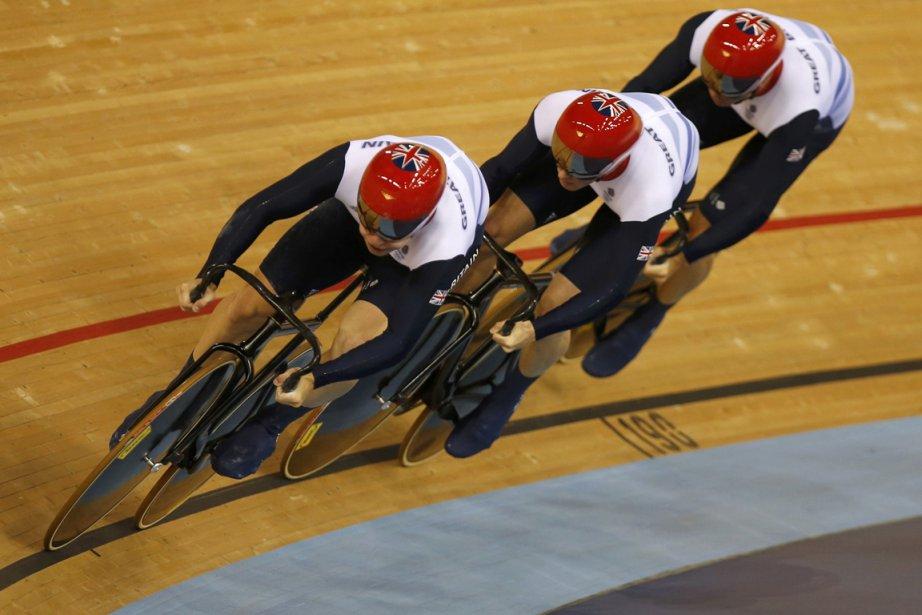 L'équipe britannique formée de Philip Hindes, Chris Hoy... (Photo: Reuters)