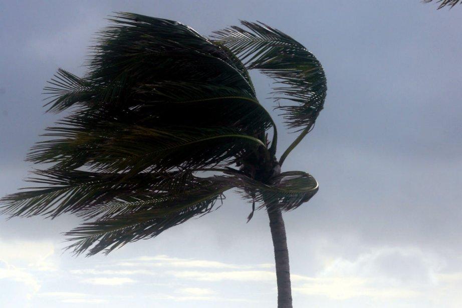 La tempête tropicale Ernesto se dirige vers l'ouest... (PHOTO AP)