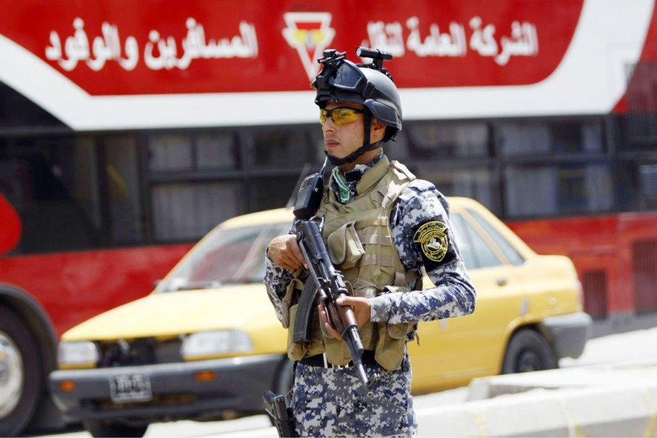 Six soldats et cinq policiers ont perdu la... (PHOTO AHMAD  AL-RUBAYE, AFP)